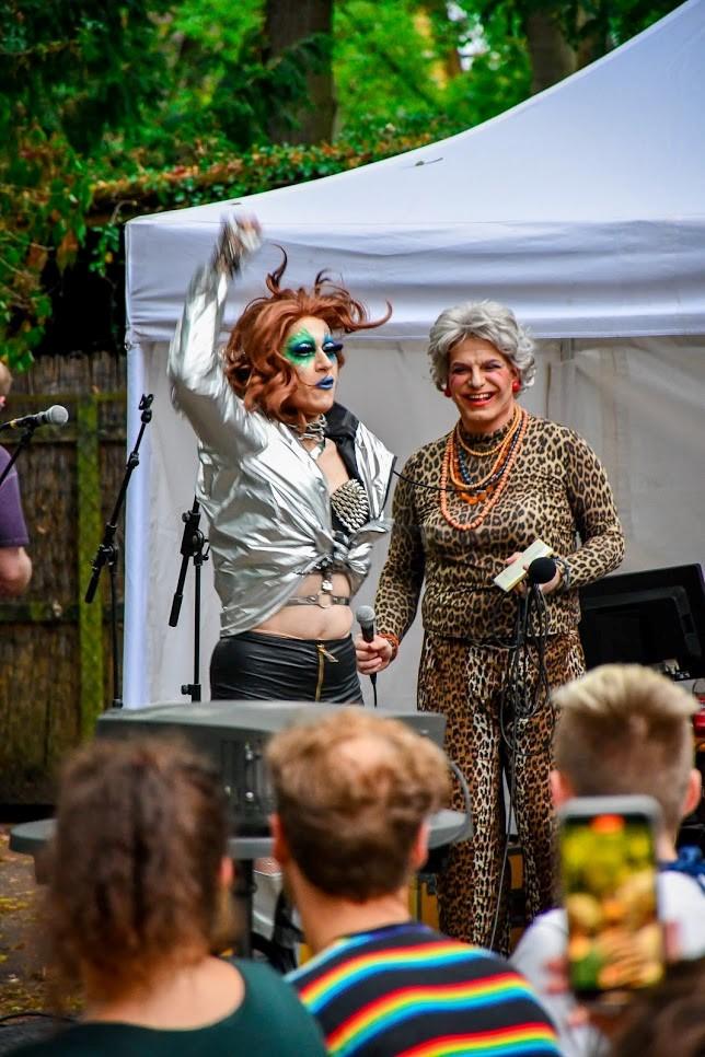 Drag Queens bei Queeres Open-Air- Kino